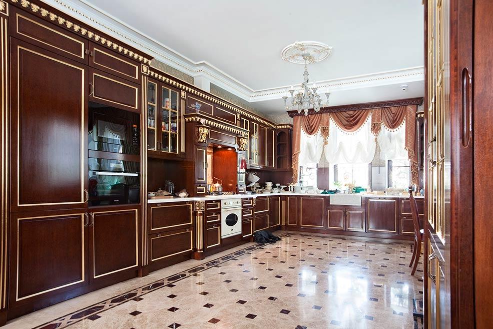 кухня-в-английском-стиле-бордовая
