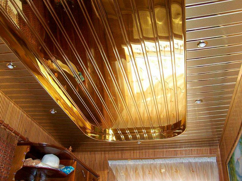 потолок-под-золото-на-кухне
