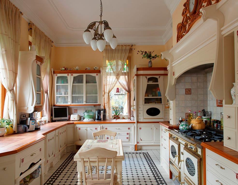 кухня-в-частном-доме-классика