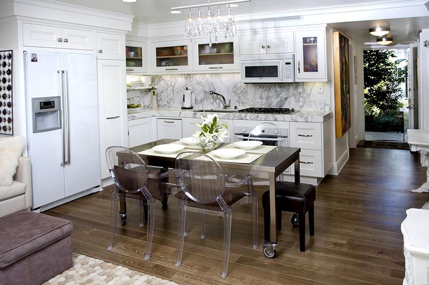 прозрачные-стулья-для-кухни