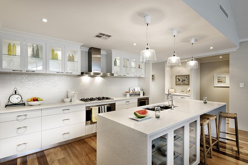 белая-кухня-со-стеклянными-фасадами