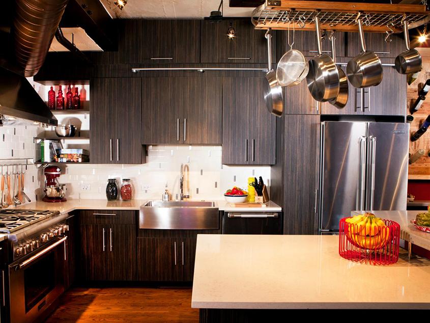 коричневая-кухня-эбен-под-потолок