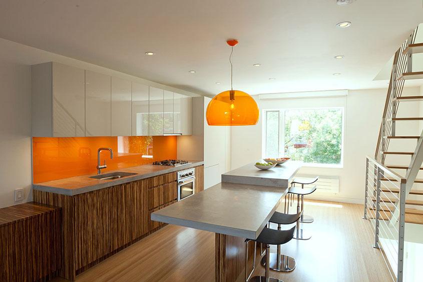 кухня-с-элементами-оранжевого